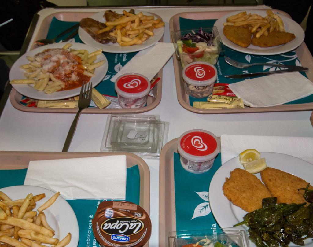 Essen auf der Fähre von Balearia