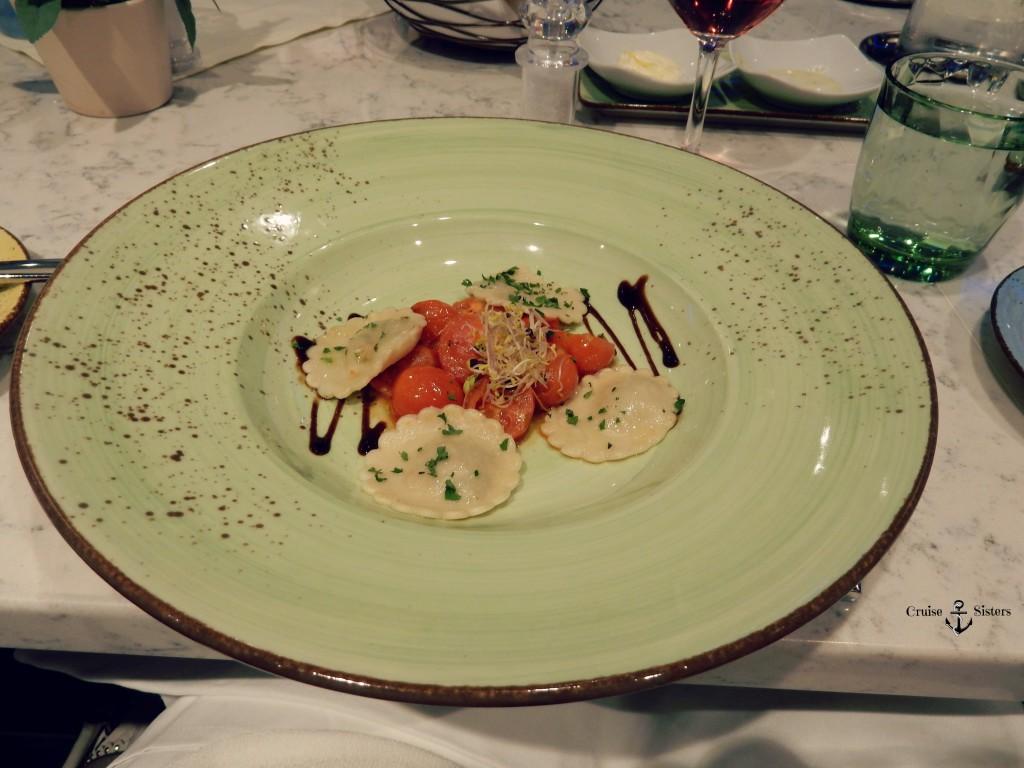 Abendessen im Atlantik Mediterran Sportbereich auf dem Kreuzfahrtschiff Mein Schiff 4