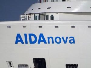 AIDAnova - Namensschriftzug am Bug