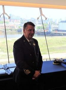 Cruise-Director-Franco-300x225 Erstanlauf der MSC MERAVIGLIA in Hamburg.