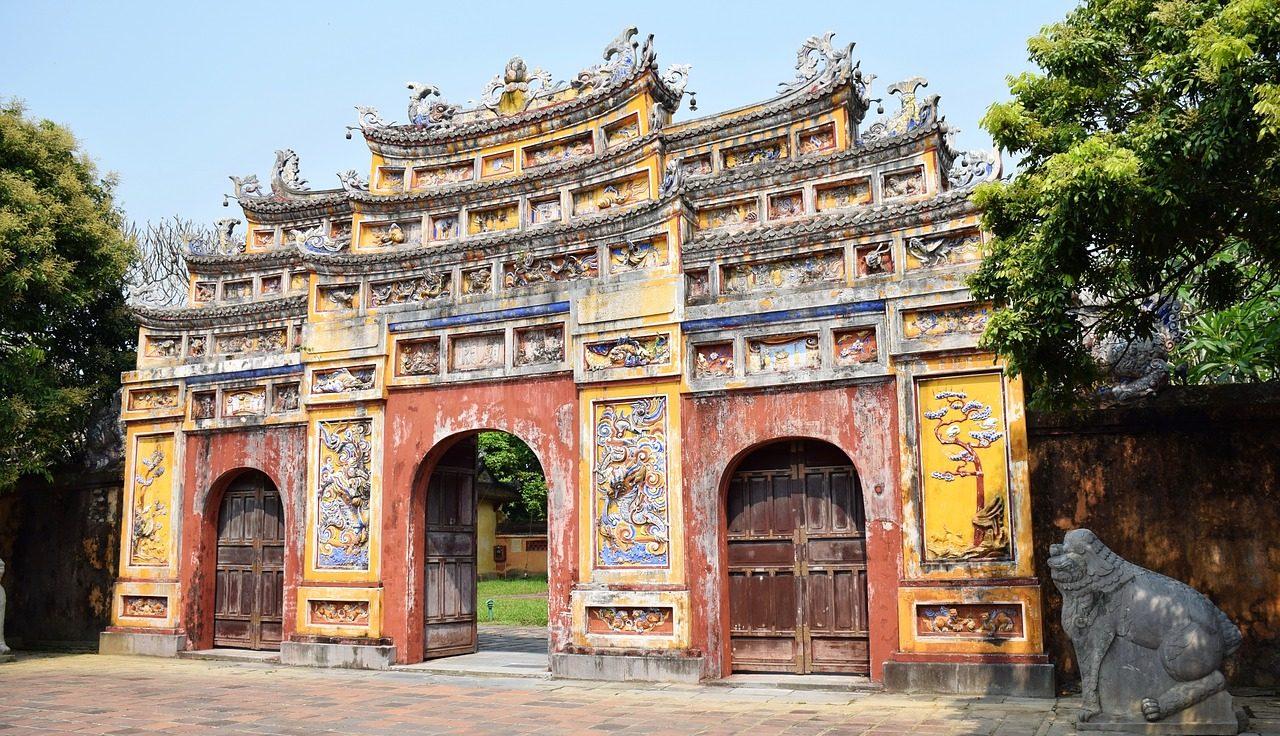 En af indgangene til den gamle Kejserby i Hue i Vietnam