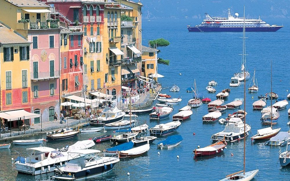 Den lille maleriske by Portofino i Italien
