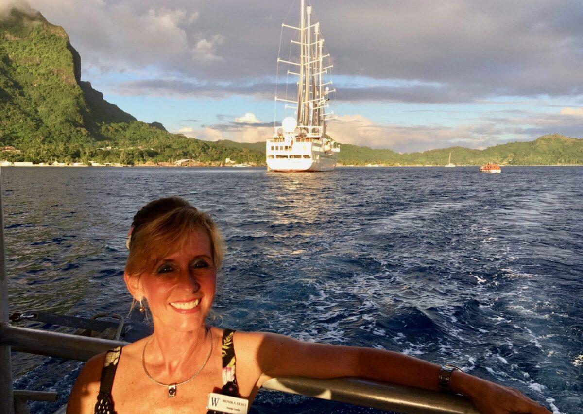 Indehaver af Cruise Inspiration Monika på hårdt arbejde