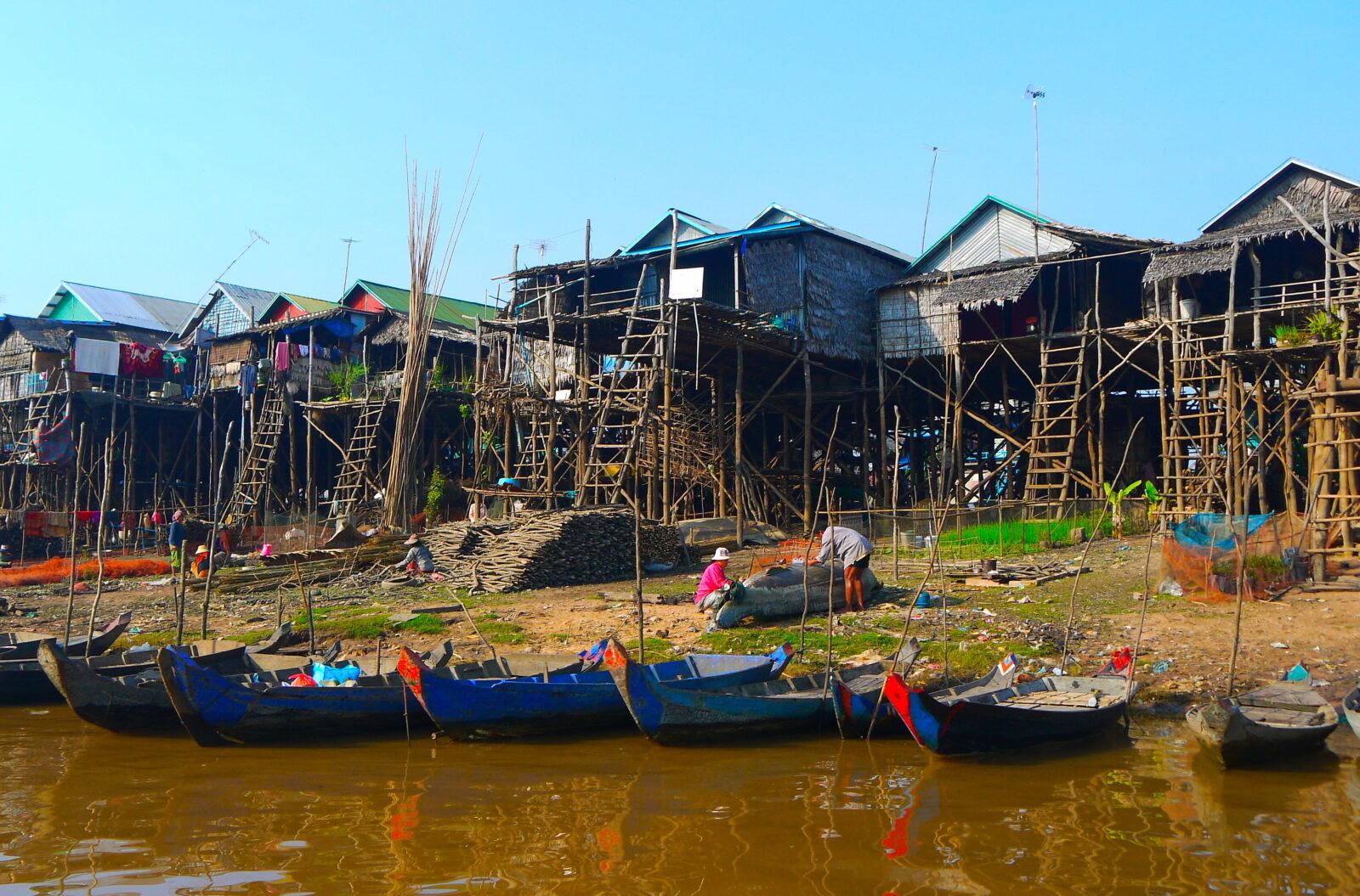 Bysamfundene er bygget på pæle langs og nær Mekong Flodens bredder