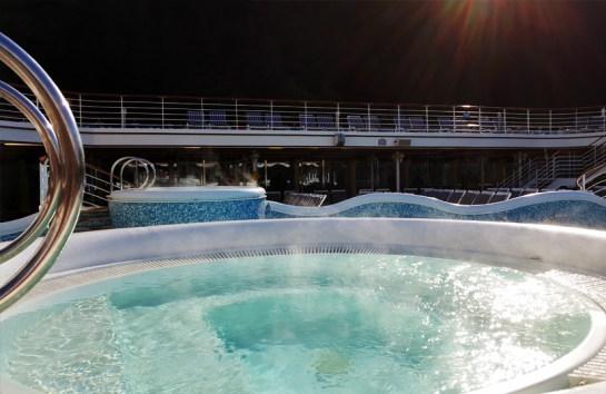 Hot Tub in Juneau - cruisemood