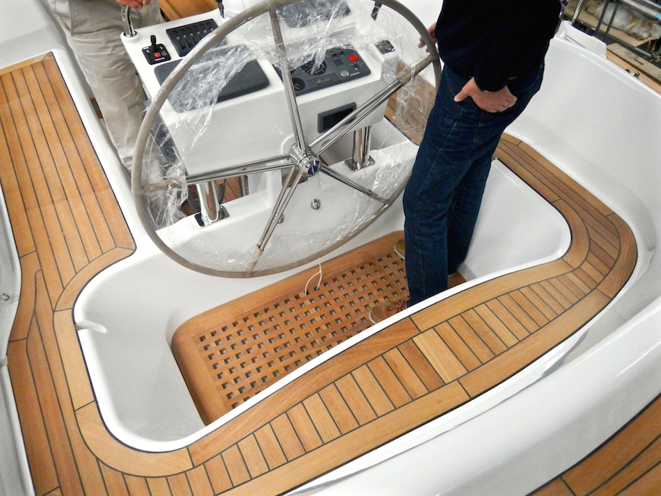Hot tub in Discovery 55 | Cruising Attitude Sailing Blog - Discovery 55