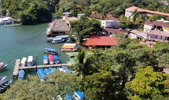 Rio Dulce public transport launchas