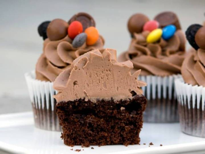 Crumbs and Corkscrews - Ultimate Chocolate Cupcake and Frosting
