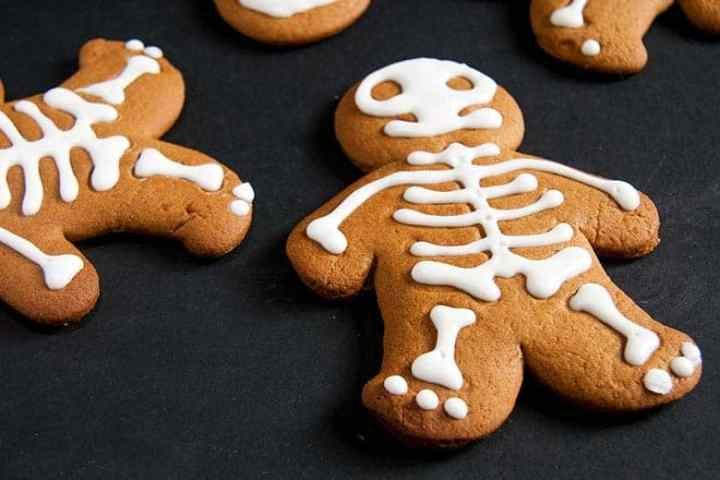 They're creepy and kooky, and all together... cuties! How could you not resist these adorable Halloween Gingerbread Men for the spookiest night of the year