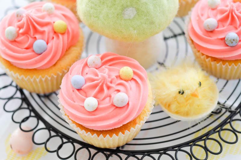 eastervanillasurprisecupcakes2