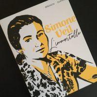 Couverture du roman graphique Simone Veille l'immortelle.