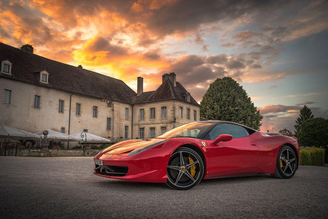 Compound Roter Ferrari