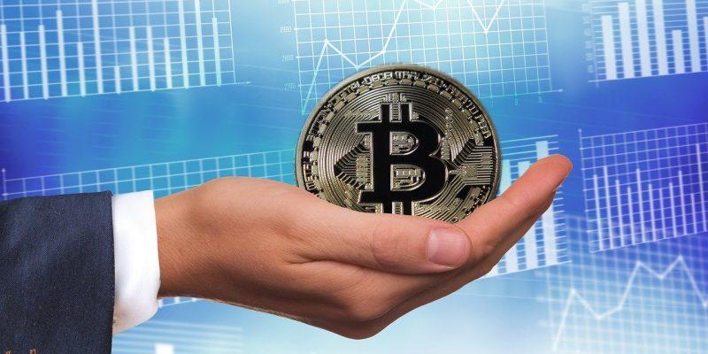 Bitcoin dans la main : que vaut le Bitcoin ?