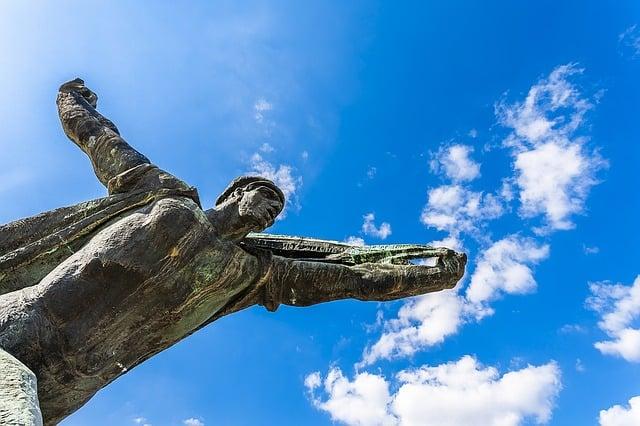 statue_of_communism