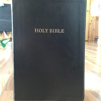 Thomas Nelson King James Version (KJV) Large Print Thinline Bible Review