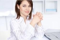 Ini Dia Cara Duduk Yang Benar dan Sehat Untuk Wanita, No 1 Paling Penting !