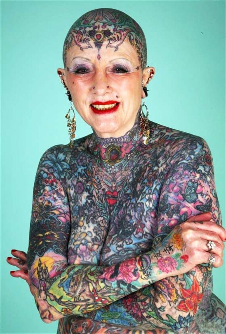 как выглядит тату в старости у женщин как выглядят