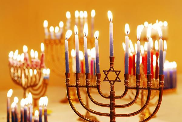 Hanukkah - Jewish Holiday Wonders, Fire and Delicious Donuts, Foto № 3