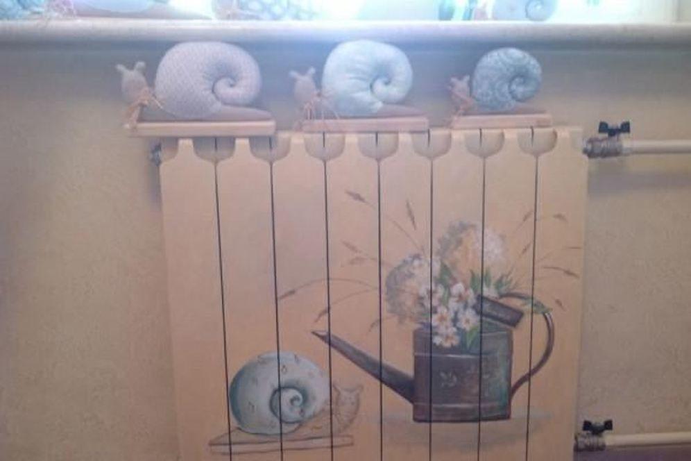 """Isıtma pillerini dekore etmek için 45 fikir veya evde ısıtma radyatörlerini nasıl """"kıkırdayacağı"""", böylece mısırlı gözler, fotoğraf № 25"""