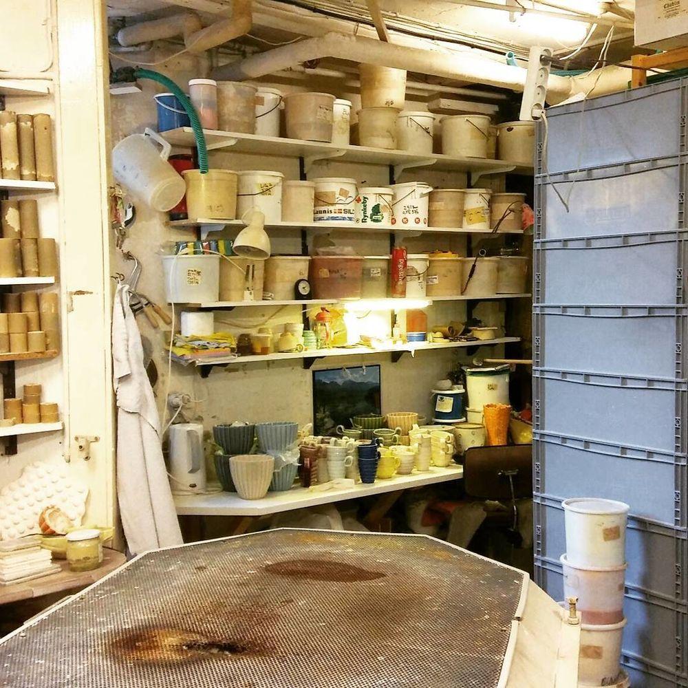 Бұрын сақталатын құралдарға арналған қораптар, кеуделер және шкафтар