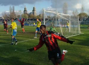 ...és ünnepli a gólját pár másodperccel később! (fotók: basildon.hu).