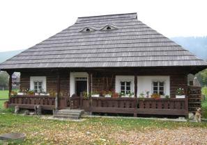 Több, mint 100 éves romániai faszerkezetes családi ház