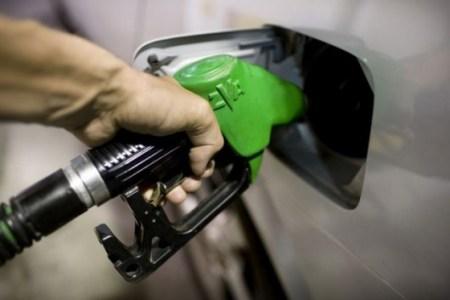 9 forinttal csökken szerdán a benzin ára