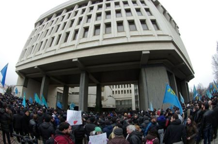 Elfoglalták a krími parlamentet