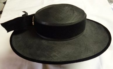 Black linen and velvet vintage hat - csews.com