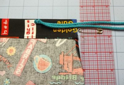 Tutorial: How to make a drawsting bag - threading the cord - DIY - CSews.com