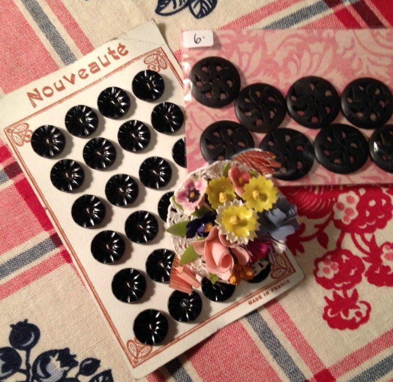 vintage buttons - Alameda flea market - csews.com