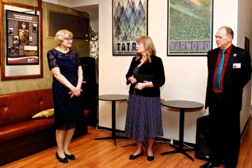 Wystawa -od lewej Malgorzata Kwiatkowska Malgorzata Gosiewska Zdzislaw Derwinski foto. Bogumila Filip