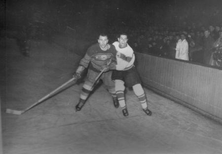 1955 Takács István a román válogatott mezében, jobbról