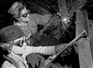 Women welders, Gary, Ind., 1943.