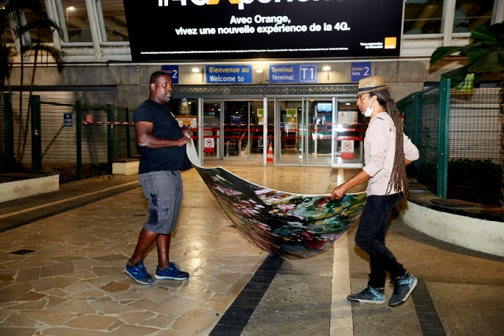 Mise en place oeuvre artisitique - Aéroport Pôle Caraibes