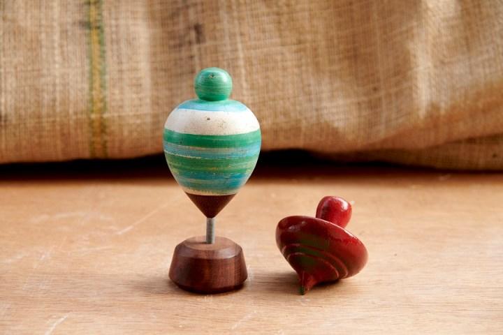 toupie en bois - jouets traditionnels