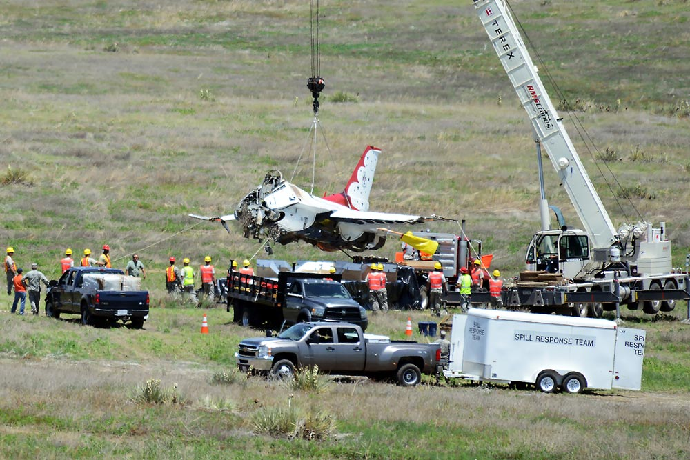 (U.S. Air Force photo by Dave Meade) SECURITY-WIDEFIELD, Colo. — Joint service crews from several area military bases load Thunderbird 6 on a trailer for transport to Peterson Air Force Base, Colo., June 7, 2016. The aircraft crashed here June 2, 2016.