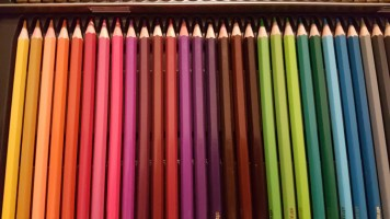 colored pencils with tin 7