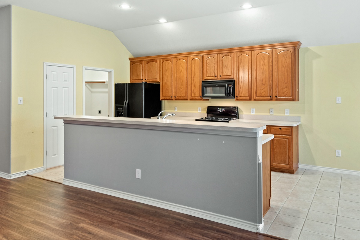 7804 Blacktail Kitchen (2)
