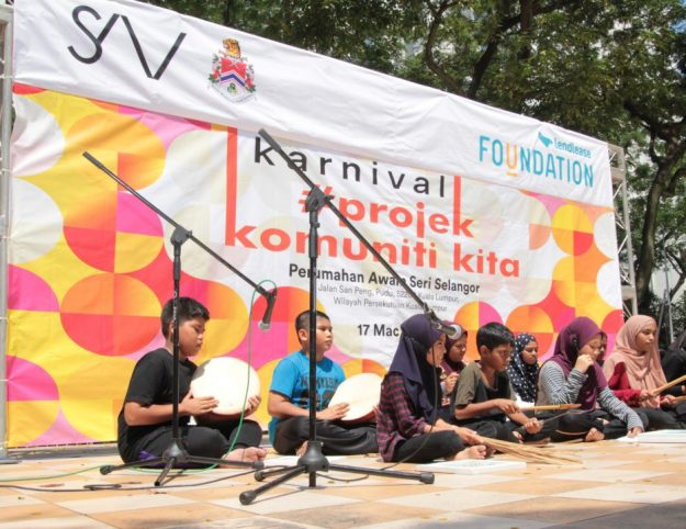 Children from 'Perumahan Awam' Sri Selangor performing the 'dikir barat' and delivering a traditional 'sajak' at the 'Projek Komuniti Kita' Carnival. This performance was the result of three fun-filled theatre workshops organised by Lendlease