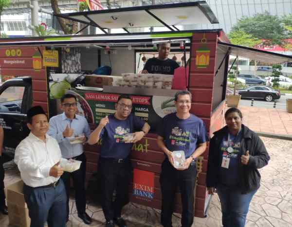 EXIM Bank officially kicked off their Ramadhan Food Truck Project