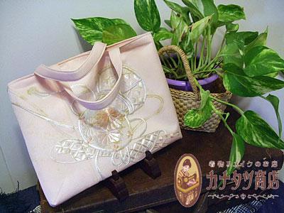 訪問着リメイクの袋物(バッグ・ポーチ・小銭入れ)柄の使い方