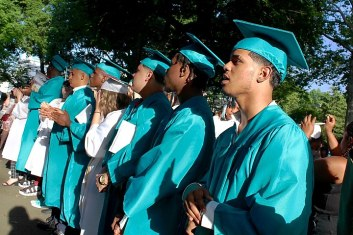 Graduation_-_1_720_480_88_sha-100