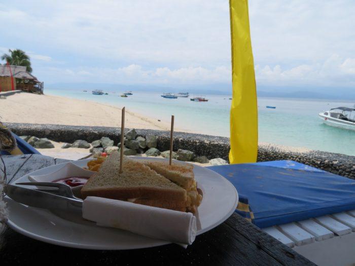 sandwich op het strand