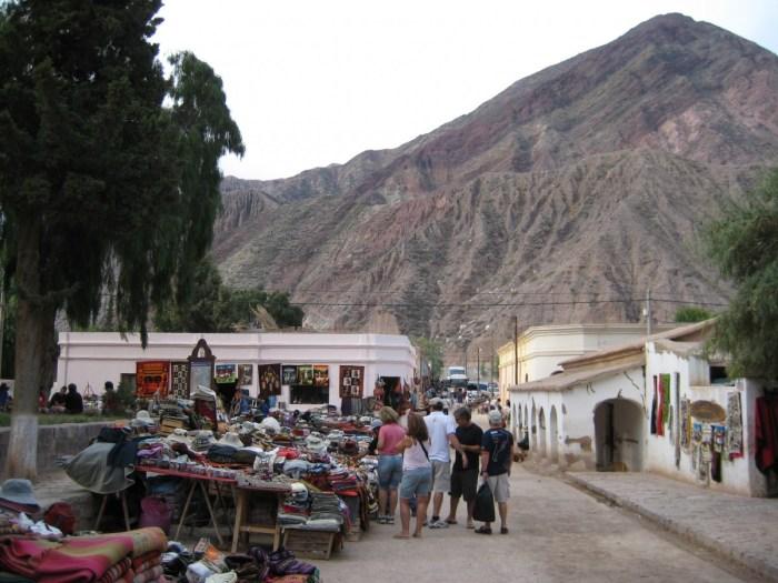kleurrijke markt noord-Argentinië