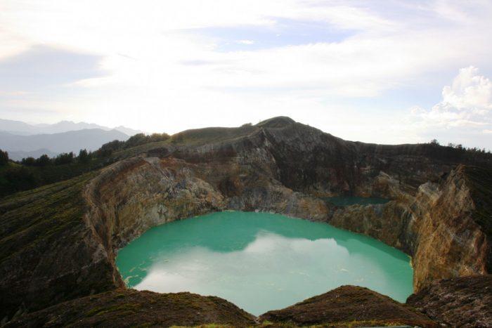 kratermeer van Kelimutu vulkaan