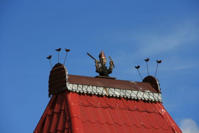 dak van vrouwelijke totem