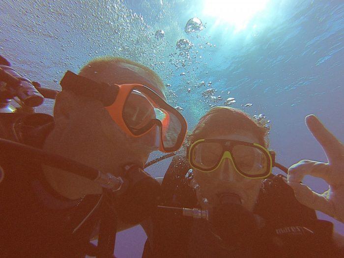 Eric en Claudia onder water