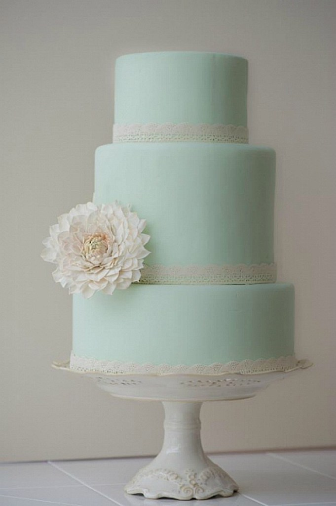 Mint cake with dahlia