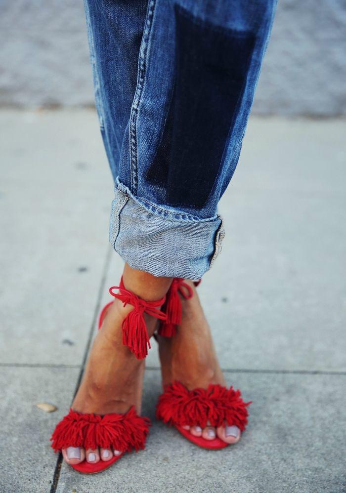 Boyfriend jeans red sandals